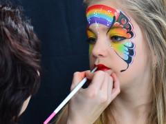 Szivárvány pillangó arcfestés lépésről lépésre