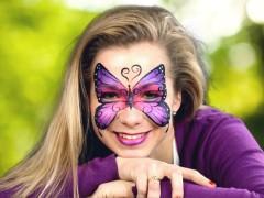 Készíts elbűvölő lila pillangós arcfestést [Arcfestés lépésről lépésre]