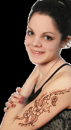 Lány hennával